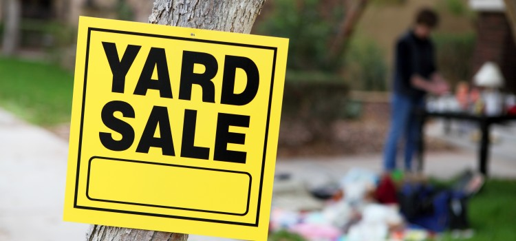 How to pull off the ultimate yard sale before moving